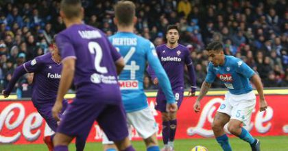 Napoli's midfielder Allan (R) during the Italian Serie A soccer match between SSC Napoli and ACF Fiorentina at the San Paolo stadium in Naples, Italy, 10 December 2017. ANSA/ CESARE ABBATE
